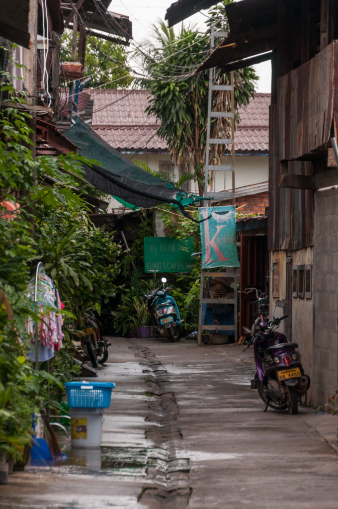 Laneway entrance to kung's cafe lao vientiane