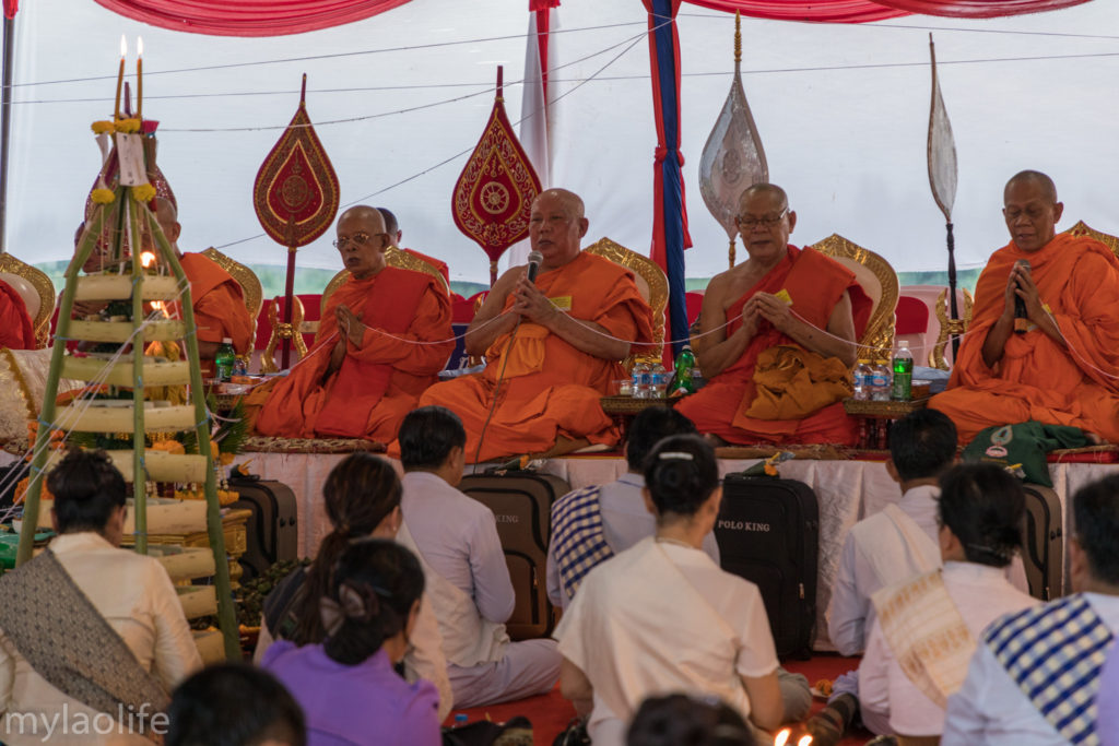 Chao Anouvong Statue Ceremony Vientiane Laos Monks