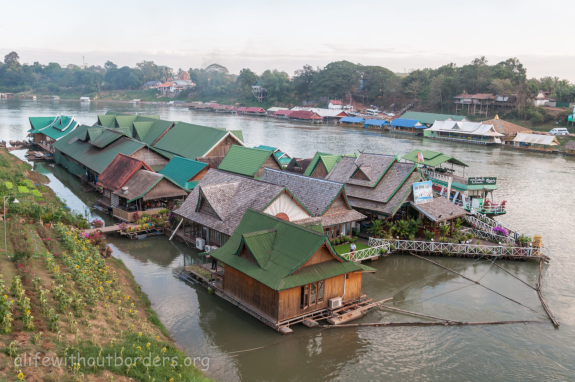 Vientiane day trip Tha Ngon floating restaurants Laos